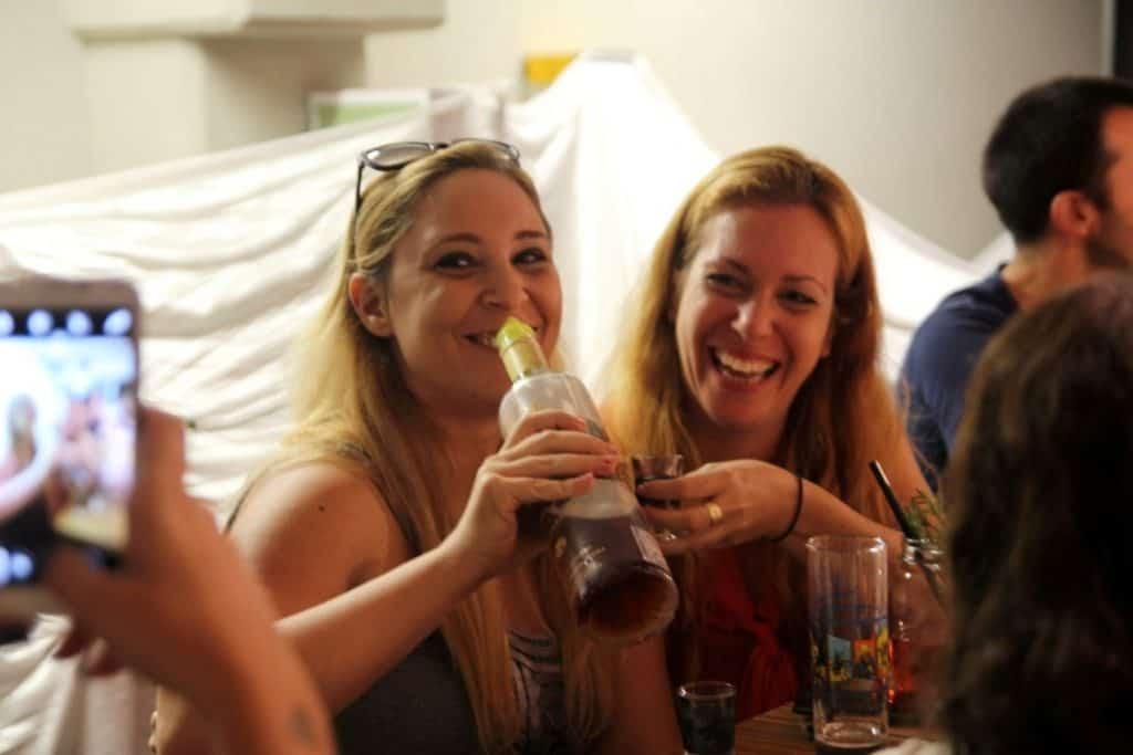 אלכוהול משובח שזורם בנדיבות