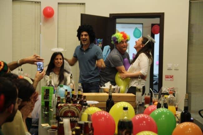 מסיבת פורים בסדנת קוקטיילים חוויייתית של זיו מנור
