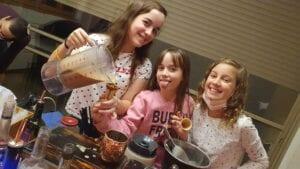 סדנת קוקטיילים משפחתית בנות